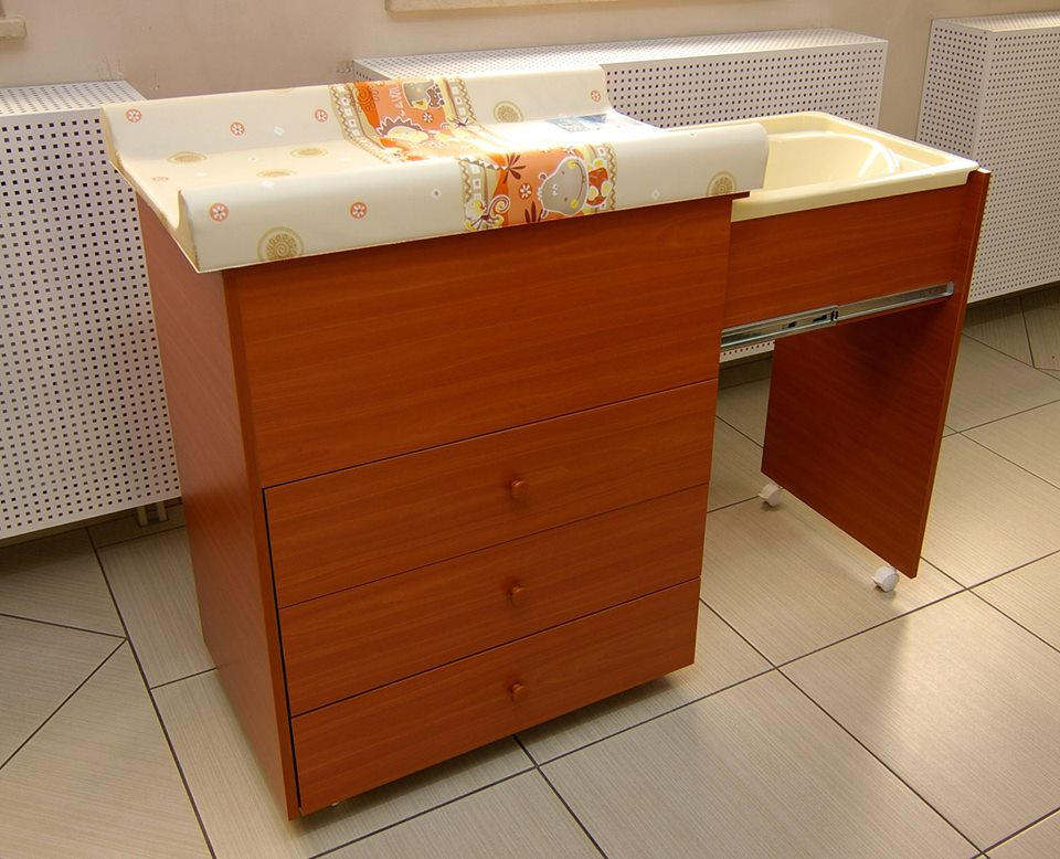 Nappy changer with side drawer bath